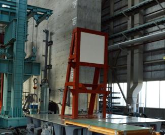 耐震試験の振動台