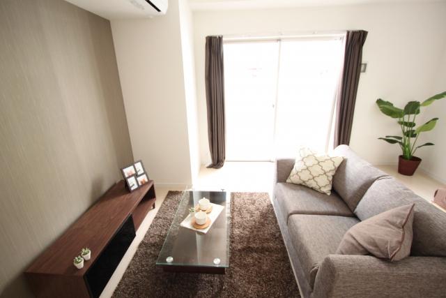 一人暮らしの部屋を、オシャレにするなら壁掛けテレビ!
