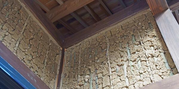 砂壁・土壁にテレビ壁掛けする場合