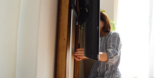 手順8.設置後テレビの傾き角度を調節する